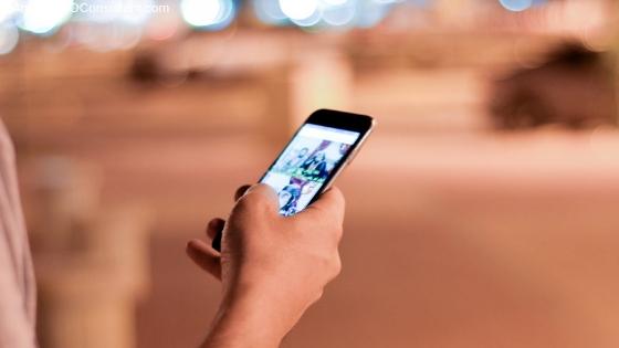 smartphone in public